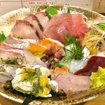 80270925 - 「お昼の定食 たっぷり刺身定食」の単品バージョン(680円税別)。