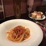 イタリア食堂 il cuore - アマトリチャーナ(玉ねぎ、パンチェッタ、トマトソース)、ブカティーニ(パスタ)
