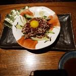 いもんちゅ 母屋 - さくらユッケ・626円