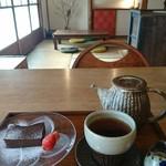 マリマイカフェ - 料理写真:器もステキ!チョコのテリーヌ美味しかった!!