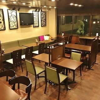 広々とおしゃれな店内で、ゆったりとお食事をお楽しみ下さい☆