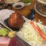 タカマル鮮魚店 - ▪︎カニクリームコロッケ通常¥1,000で3つという量だそうだが、1個にしてもらいました。 これもまたちょっとした名物のようだ。