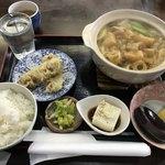 80282682 - カレー煮込みうどん(800円)+ライス小(100円)+天ぷら・ちくわ(100円)