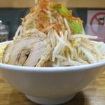 デカ盛り戦隊 豚レンジャー - 料理写真:ラーメン+野菜マシニンニクマシマシチョイ辛