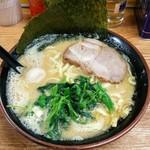 らっち家 - 醤油ラーメン 690円