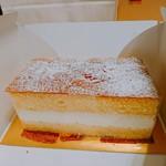 ファウンドリー - ★飼いたまごのケーキ1080円 カステラにプリンと生クリームを挟んでるだけ