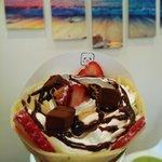パンダクレープ - 料理写真:人気の生チョコ苺生クリーム