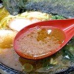 家系ラーメン王道 いしい - この日もガツンと来たスープ!