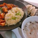 チャーハン達人 - 料理写真:麻婆豆腐チャーハンとミニ餃子