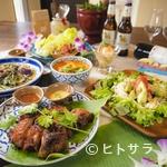 """1.5ガクヤオーシャン - タイ好きの店主による沖縄食材を使ったタイ料理のコース。""""甘い""""辛い""""酸っぱい""""三拍子揃ってます#127926;"""