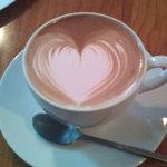 カフェ アリス - ピンクのハートのラテアート