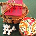 三友堂 - 「あられ三盆糖」 讃岐特産の和三盆糖 口の中でしっとり溶け、独特の深い甘みが味わえるひと粒