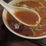 個室Dining 新荘園 - 豚レバー入り激辛汁そばのスープ
