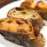 BBQ33 - パンビュッフェのパン3種