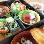 小さなくぐり戸 - 料理写真:当店自慢の「松花堂」弁当!見た目、味と共に自信ありの一品です。