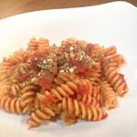 トマトソースのペンネ(またはフジッリ)