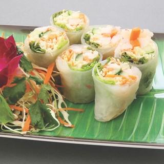 人気の「パッタイ」のほか、東南アジア料理を豊富にご用意。