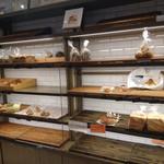 CALVA - 内観①パン棚
