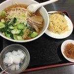 林さんの台所 - ランチ友の日替りセットは、チャーシュー麺と半チャーハン