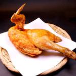 目黒魚金 - 目黒魚金名物・鶏の半身揚げ(国産若鶏使用)