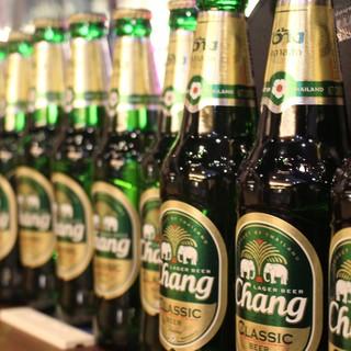 タイ産ワインや世界のビールを片手に、楽しいお食事のひと時を♪