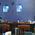 ダバ インディア - ブルーの壁が印象的(ニッチもいい)