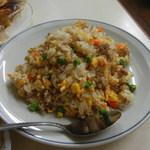 万里長城 - 焼飯¥480(スープ・ザーサイ付き)