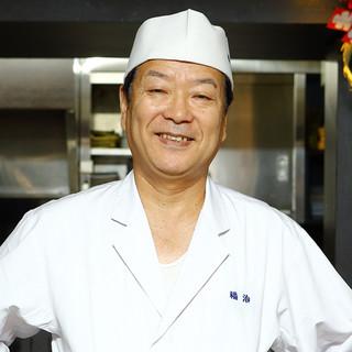 矢菅健氏(ヤスゲケン)―ふぐを知り尽くした、熟練の技が光る