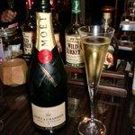 カラーズ - 披露宴の帰りに友人とシャンパンで乾杯♪