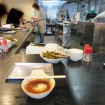天ぷら定食 ながお - カウンター席のみ。