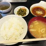 天ぷら定食 ながお - ご飯は最初から多めです。 お味噌汁の具は油揚げのみ。