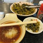 天ぷら定食 ながお - 卓上の高菜漬けの油炒めは取り放題。