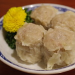 中華菜館 同發 - 特製貝柱入りシューマイ
