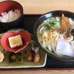 うどん処 花林亭 - 料理写真:タイムランチは500円 うどんだけじゃチカラでないもんね ガッツリ食べたい時に嬉しいかも