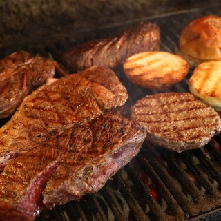熟成にとことん拘り抜いた自慢の肉料理をぜひご賞味下さい