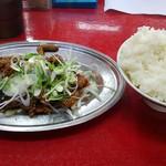 とん平食堂 - 料理写真:ホルモン炒め(400円)、ライス(並)(150円)