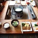 ZENZO - 囲炉裏を囲んでの朝食