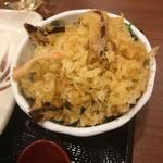 丸亀製麺 - 天かす、下にねぎ