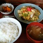 仲よし - 野菜炒め定食、¥900。