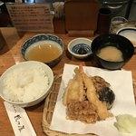80331644 - 天ぷら定食  竹(900円)                       あとから、イカと茄子が追加される。