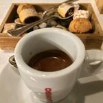 イル プロフーモ - エスプレッソと小菓子