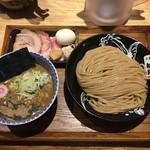 中華蕎麦 とみ田 - 「つけめん」900円と「特選全部トッピング」750円