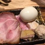 中華蕎麦 とみ田 - 「特選全部トッピング」750円