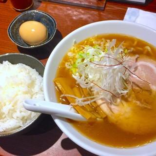 ラーメン由 - 料理写真:醤油ラーメン&小ライス&煮玉子