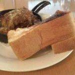 カフェ・ドゥ・トワ - ハンバーグとパン