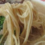 大黒商店 - 背脂入りスープが麺に絡みます。