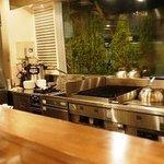 1010 Noel Dr. - 清潔でオープンなキッチン