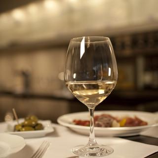 常に150銘柄を取り揃えたイタリアワイン