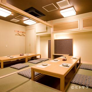 全室個室の白木作りを基調とした、心落ち着く空間
