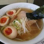 UFO物産館 - 飛び魚ラーメン(680円)+煮玉子(クーポン使用)